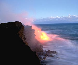 Hawaii_Volcano erupting into water