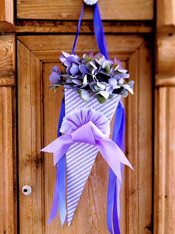 Romantic ribbons used in artistic ways carry out the overall Parisian theme
