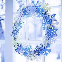 Shimmering Ice-Snow Wreath