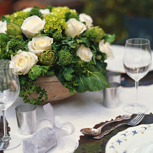 BHGAug04_white_roses_in_vase_by_set_table