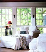 RoomRedos__White chairs window