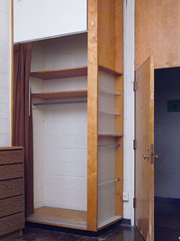 Dorm Room D�cor, empty dorm, Closet and storage