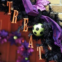 Treat Halloween wreath with green spotted bulb