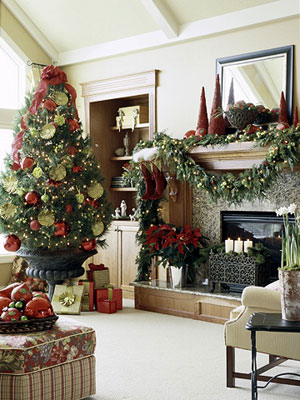 Non traditional christmas tree ideas cafemom for Well dressed home christmas decorations