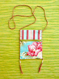 Hip Pockets flower-patterned purse