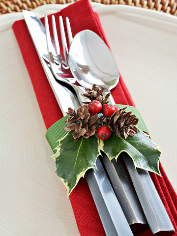Red and green table decorations napkin tie