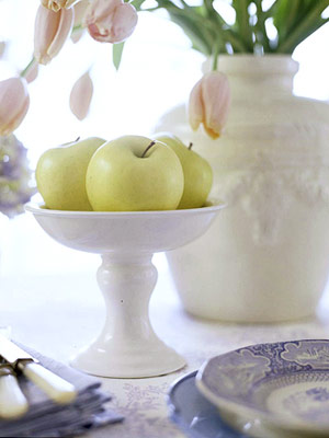 apples in white dish
