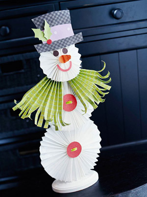 Paper snowman on table
