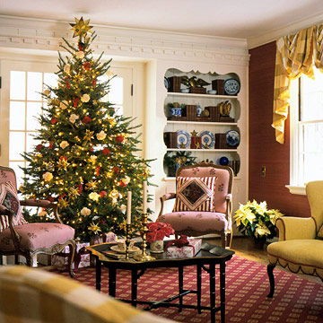 Christmas tree in gold/red living room