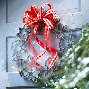 cookie cutter wreath on white door