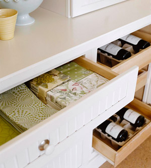 selke mudroom: wine and napkins