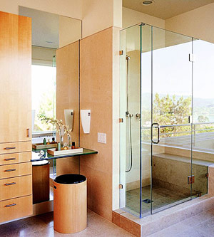 Maximize the perceived size of a small bath