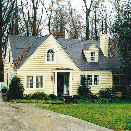 Pretty old houses curb appeal ideas before and after for Before after exterior 1930