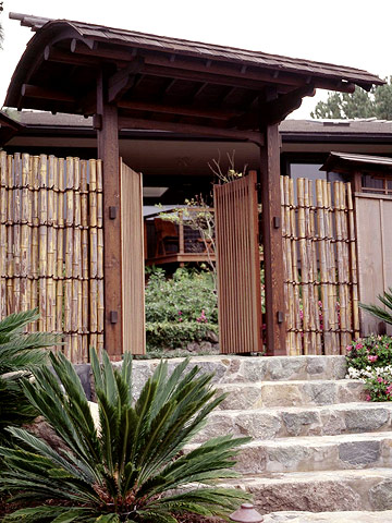 Covered gate with bamboo screen
