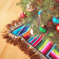 Feather tree skirt