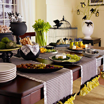 Party table with black/white runners