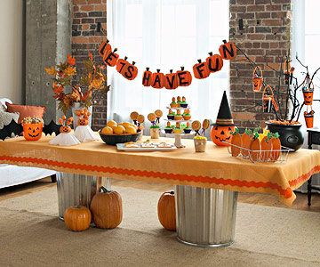 party table - Halloween Theme Party Ideas