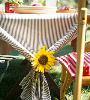 Tablecloth with sunflower tieback