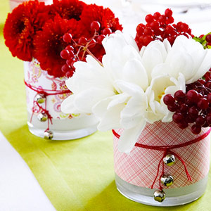 Paper-wrapped centerpieces with flowers