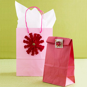 Gift bags with felt bow and postcard tag