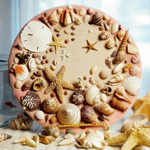 Decorative plate with shells glued on