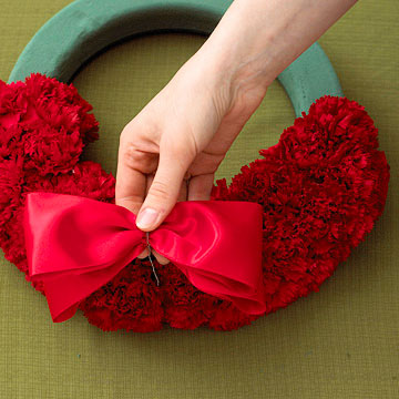 Merry Carnation Wreath How-To
