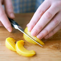 Slicing peach