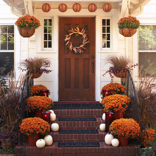 Ideas and inspiration for creative living outdoor fall decor for Decorating outdoor entryways