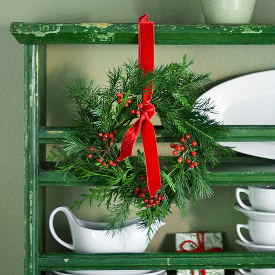 Small wreath on dish display