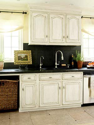 Contrasting Cabinetry backsplash