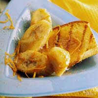 Bananas Suzette Over Grilled Pound Cake
