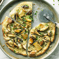 Mushroom-Garlic Pizza