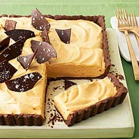 Caramel mousse and chocolate tart