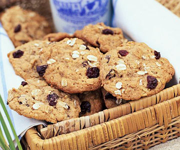Oatmeal-Cherry Cookies | Midwest Living