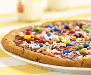 Chocolate-Chip Cookie Pizza