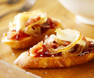 Caramelized Onion and Fig Bruschetta