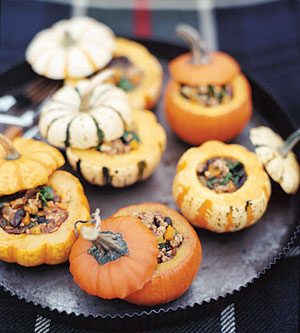 Pork chili-filled mini pumpkins
