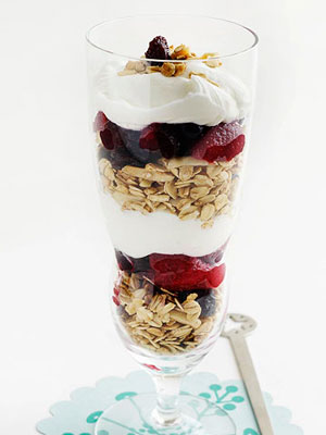 Granola, Yogurt and Berry Parfaits