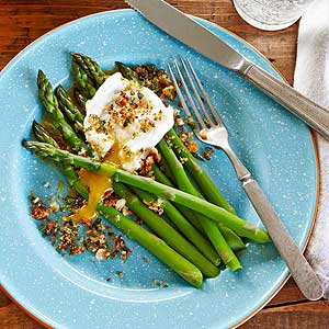 Asparagus with Poached Egg and Gremolata Breadcrumbs
