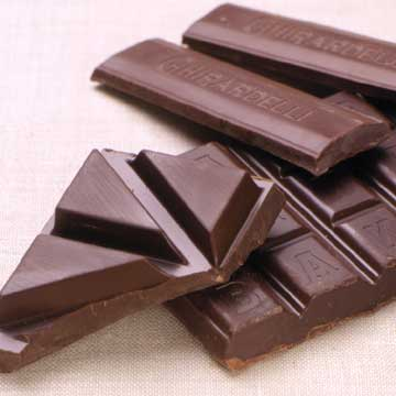 4 Health Reasons to Eat Chocolate (and 3 Cons to Consider)