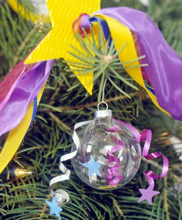 Ribbons-and-Stars Ornaments