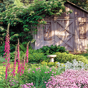 Enter the Country Gardens Magazine Garden Awards