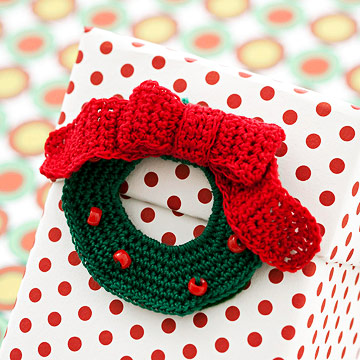 Crochet a Holiday Wreath Gift Topper