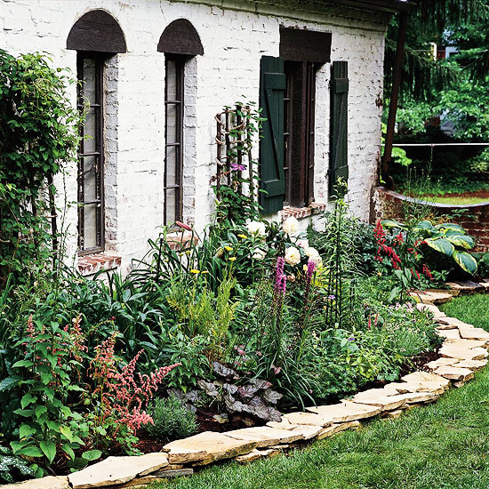Landscaping essentials 10 tips for an easy care landscape for Easy to care for landscaping ideas