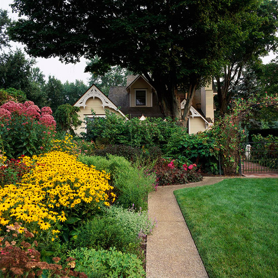 11 Simple Solutions For Small Space Landscapes