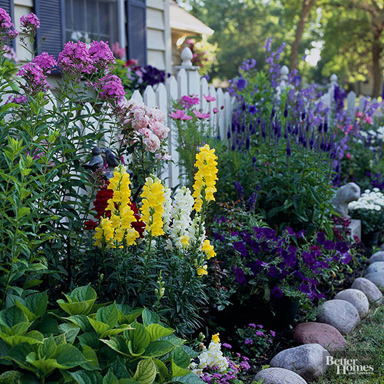 Top backyard country gardens for Flowers and gardens pictures
