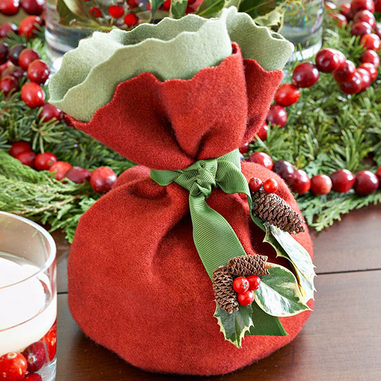 Christmas Felt Place Mat for a Cranberry Table Setting