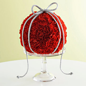Holiday Decor: Fresh Flower Ornament