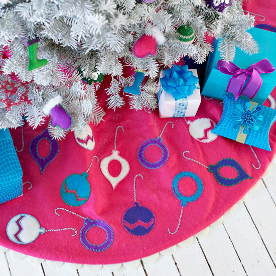 Easy Ornament-Trimmed Tree Skirt