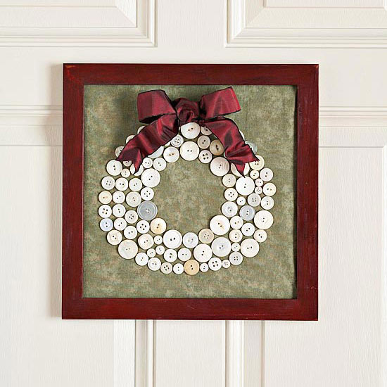 Cute-as-a-Button Christmas Wreath